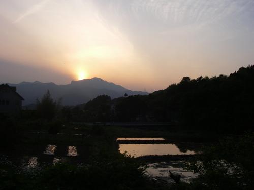 子持山に沈む夕日